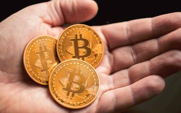 الصورة: توقعات قبول «أمازون» العملات المشفرة ترفع «بيتكوين» فوق 40 ألف دولار