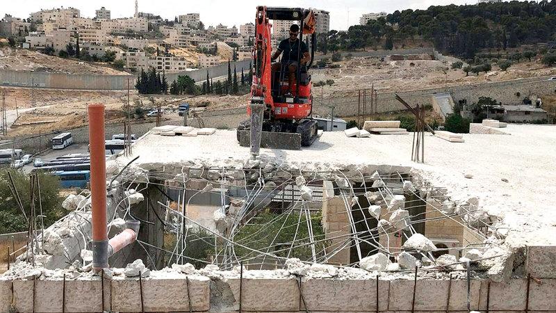 الاحتلال يجبر سكان «جبل المكبر» على الهدم الذاتي.    الامارات اليوم