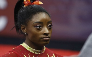 """قصة اليوم في أولمبياد طوكيو.. نجمة جمباز تحاول """"طرد الشياطين"""""""