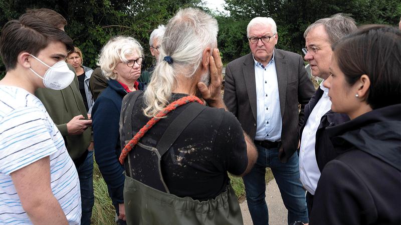 الرئيس الألماني يزور المناطق المتأثرة بالفيضانات.  رويترز