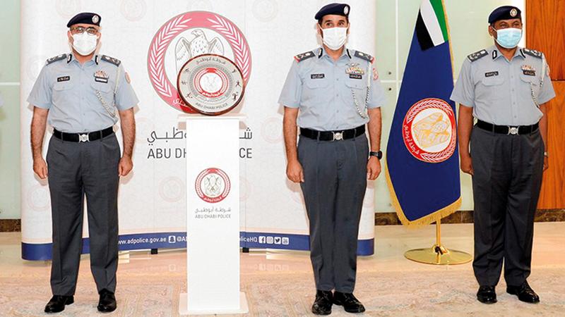 صورة قائد عام شرطة أبوظبي يكرّم القطاعات المتميزة في المجال الرياضي – رياضة – محلية