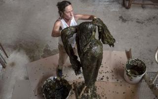 الصورة: فنانة الصابون في مرسيليا تنحت «الصحة» في زمن الجائحة