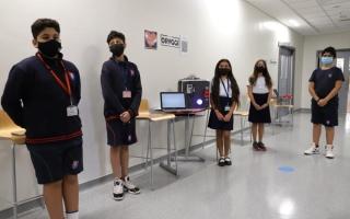 5 طلاب يبتكرون جهازاً لجعل مقابض الأبواب غير ناقلة للفيروسات