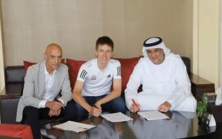 """الصورة: """"الإمارات للدراجات"""" يمدد عقد بطل جولة فرنسا حتى 2027"""