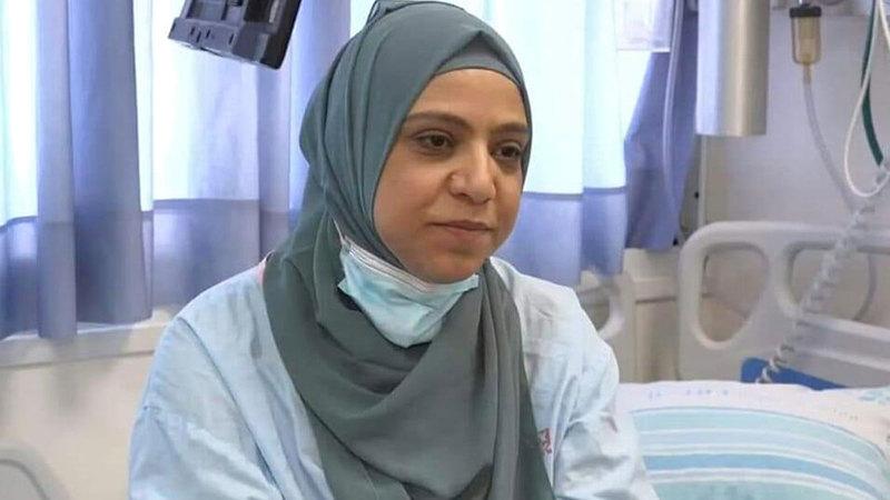 الأم الفلسطينية ولاء عزايزة بعد إجراء عملية زراعة الكلية.