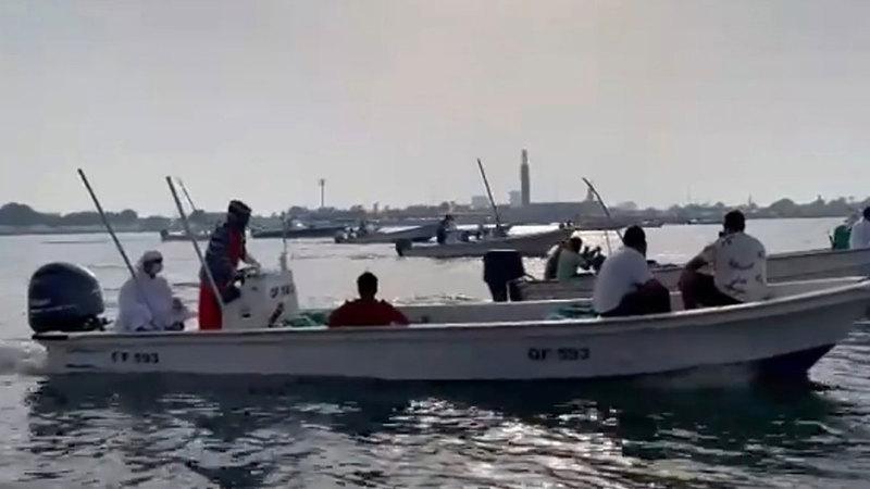 يسمح للصيادين المواطنين في أم القيوين بصيد جميع أنواع الأسماك في الخور.  من المصدر