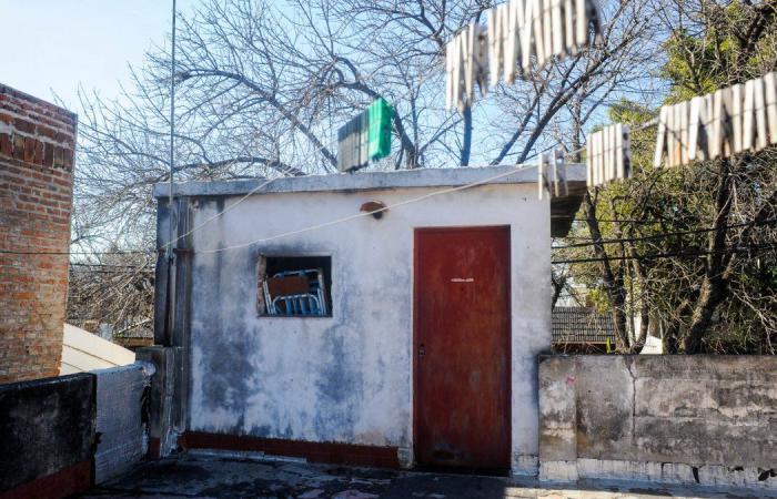 """المنزل الذي كان يحتجز فيه الضحية - الصور نقلا عن صحيفة """"توداي ان 24""""."""