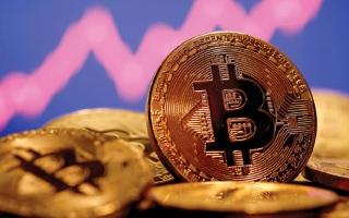 الصورة: وكلاء يسوّقون لـ «العملات الرقمية».. ومصرفيّ يحذّر من «الثراء السريع»