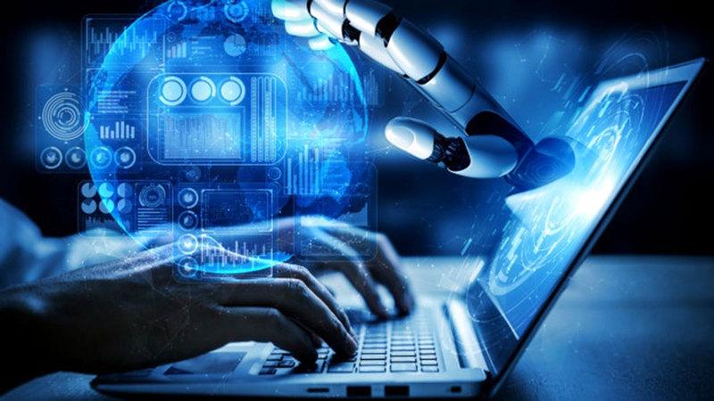 المنصة المعرفية للذكاء الاصطناعي تمثل مبادرة داعمة لخريجي الثانوية.  أرشيفية