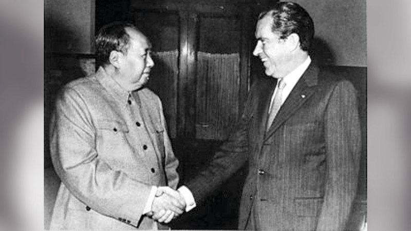 «دبلوماسية البينغ بونغ» أحدثت دفئاً في العلاقة بين نيكسون (إلى اليمين) وماو تسي تونغ.   أرشيفية