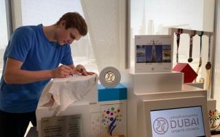"""الصورة: رسالة بطل أولمبياد طوكيو إلى دبي.. """"شكراً"""" بحروف من ذهب"""