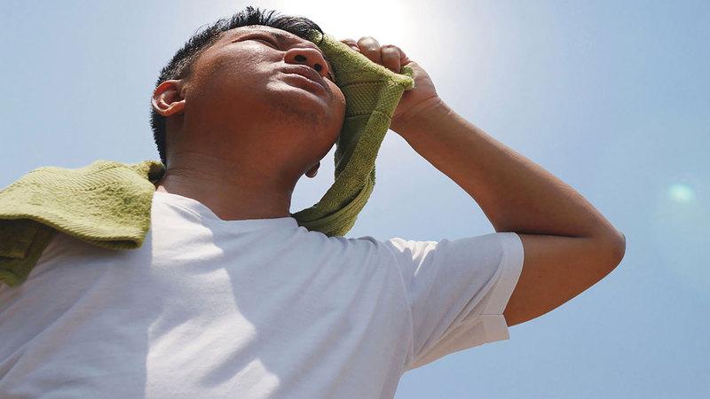 «الهيئة» دعت إلى تجنب أشعة الشمس وشرب الكثير من الماء.  من المصدر