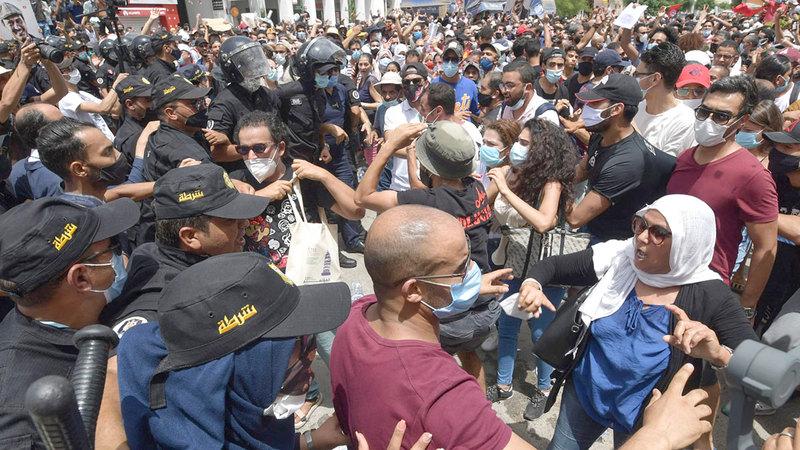 ثورة تونس ضد بن علي أثارت ثورات عدة في الدول العربية.  من المصدر