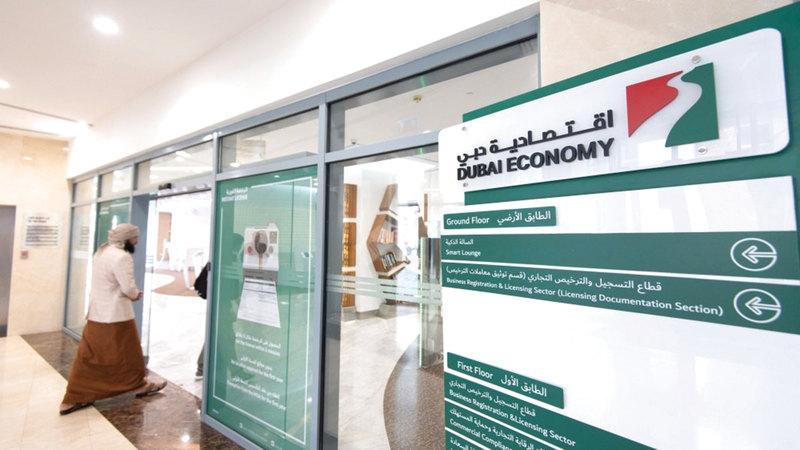اقتصادية دبي: الذكور استحوذوا على النسبة الأعلى من إجمالي «رخصة تاجر».   أرشيفية