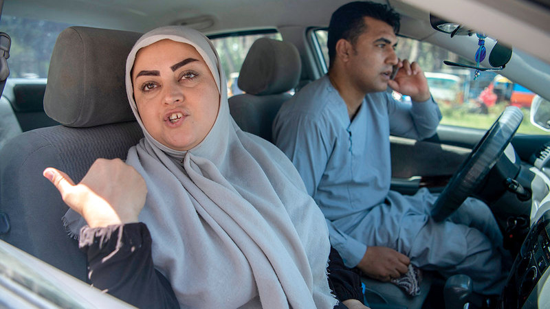 كريمي مع زوجها حيث سلطت الأضواء على الصراع في مدينة هرات التي تواجه قتالاً ضارياً من أجل منع «طالبان» من احتلالها.   أرشيفية
