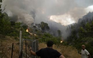 """الصورة: حرائق اليونان.. """"تشتعل"""".. صور"""