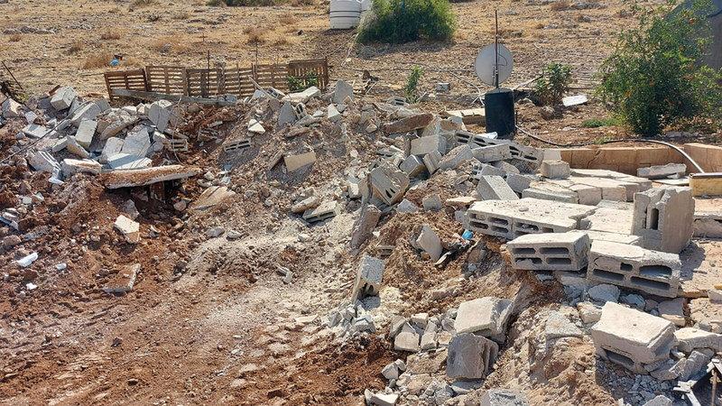 قوات الاحتلال هدمت 20 منشأة في «خربة إبزيق».   الإمارات اليوم
