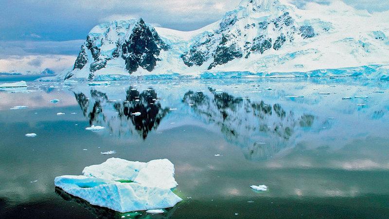 ذوبان الجليد في المنطقة القطبية يهدد بزيادة حرارة الأرض.  عن ناشيونال جيوغرافيك