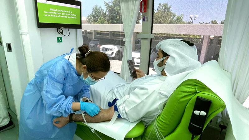 «دمي لوطني» تسعى لتوفير مخزون كافٍ من الدم لإنقاذ الأرواح.  الإمارات اليوم