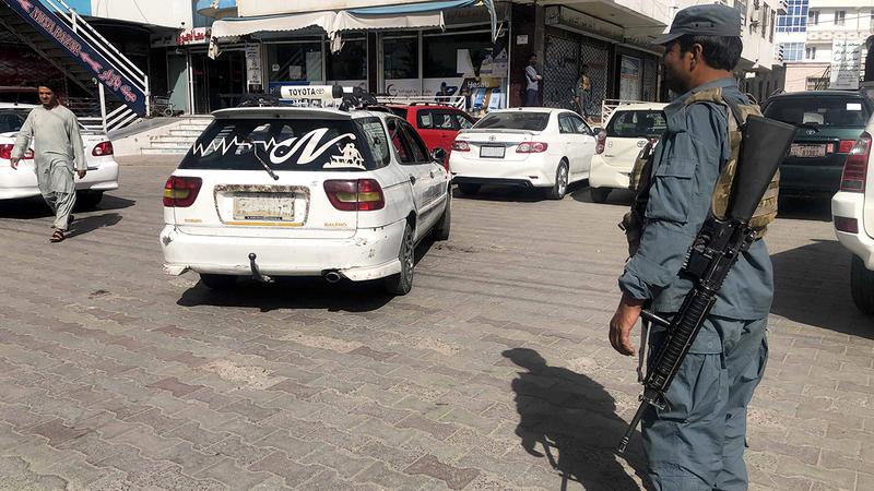 الحكومة الأفغانية تواجه تحديات كثيرة.  إي.بي.إيه