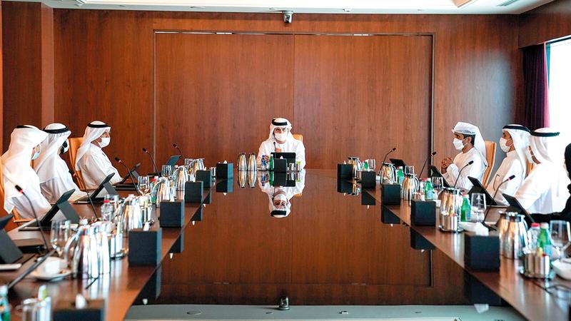 مكتوم بن محمد خلال ترؤسه اجتماع مجلس تنمية الموارد البشرية الإماراتية في دبي.  وام