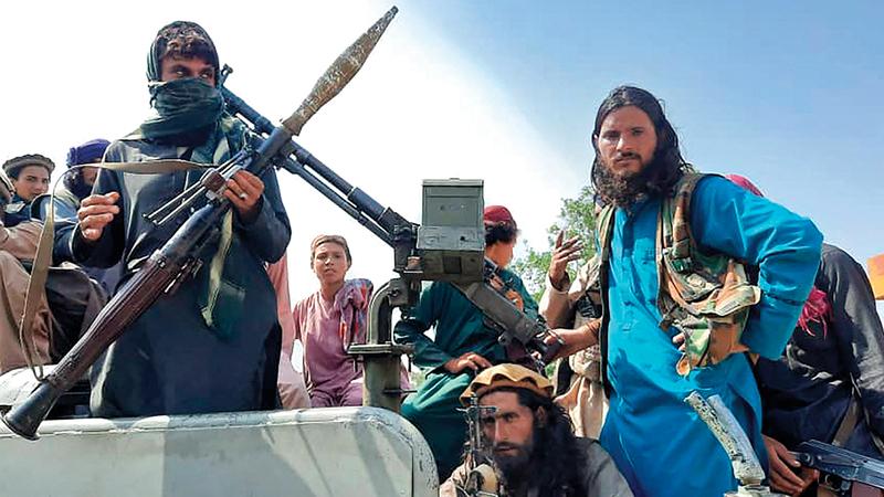 مقاتلو «طالبان» يجوبون شوارع جلال أباد.   رويترز