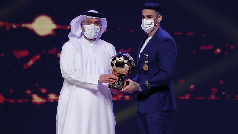 جواو بيدرو أفضل لاعب أجنبي.   تصوير: نجيب محمد