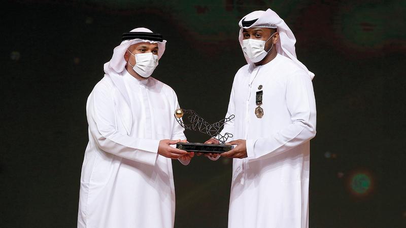علي خصيف نال جائزة القفاز الذهبي.   تصوير: نجيب محمد