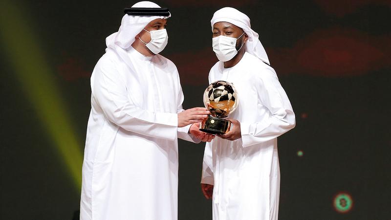 إسماعيل مطر فاز بجائزتين من اختيار الجمهور.   تصوير: نجيب محمد