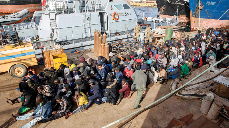 أفواج من المهاجرين يتم ضبطهم تباعاً في المياه الإقليمية الليبية.   أ.ف.ب