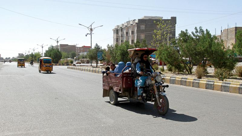 حركة نزوح واسعة تعمّ المدن الأفغانية.   أ.ب