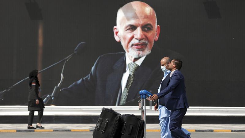 أشرف غني هرب من البلاد المضطربة.   أ.ب