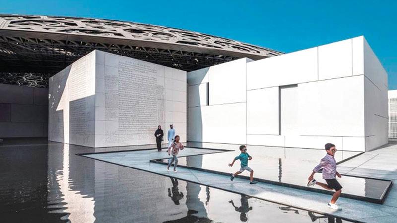 معرض فن الحين 2021 يبث روحاً جديدة في «اللوفر أبوظبي» إذ لا يحتفي فقط بالماضي بل يضرب جذوره في الحاضر.  أرشيفية