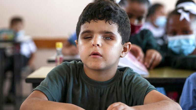 الطفل الفلسطيني أصيب بالعمى جرّاء العدوان الإسرائيلي على غزة.  أ.ف.ب