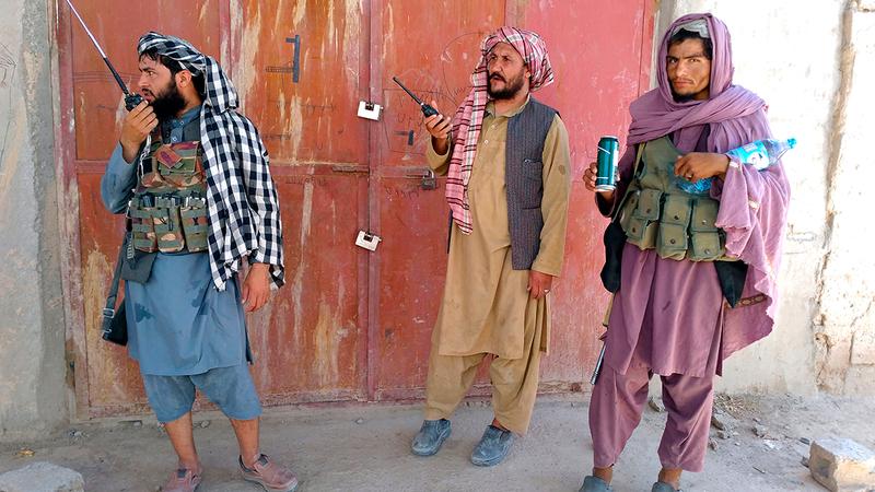 مقاتلو «طالبان» يستولون على مزيد من المناطق.  أ.ب