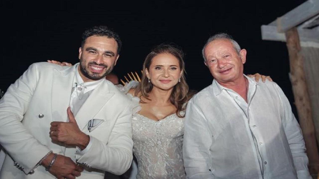 نيللي كريم وزوجها ونجيب ساويرس. الصور عن حساب الفنانة على «فيس بوك»