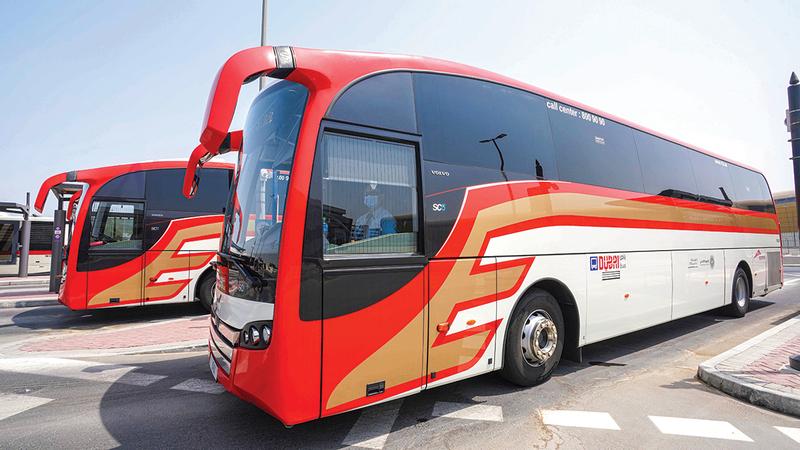 حافلات فاخرة لنقل الزوّار من مختلف الإمارات لمعرض «إكسبو 2020».  من المصدر