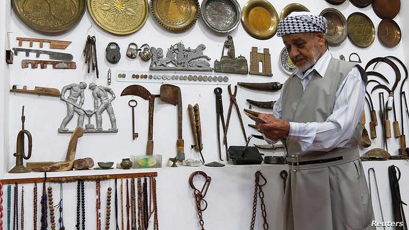 خبراء: أعداد لا تُحصى من القطع هرّبت من آلاف المواقع الأثرية غير المحمية بما يكفي في بلد عانى عقوداً الحصار والحروب.  رويترز