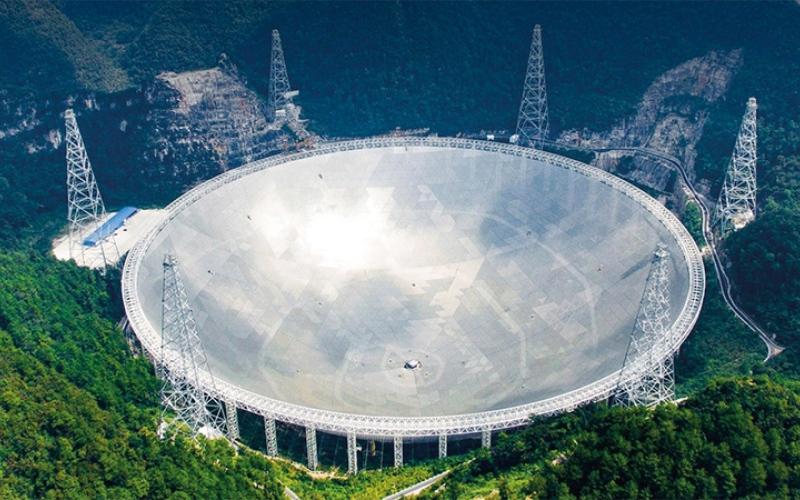 الصورة: غرافيك.. «فاست».. أكبر تلسكوب لاسلكي في العالم