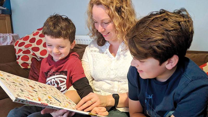 يخضع بعض الآباء والأمهات لتدريب يؤهلهم لحضانة أطفالهم.   أرشيفية