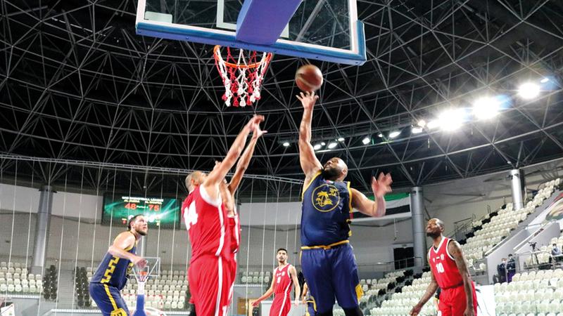 من منافسات كرة السلة.   من المصدر