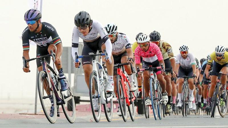 جانب من مشاركة محمد المطيوعي في سباقات الدرّاجات الهوائية.   من المصدر