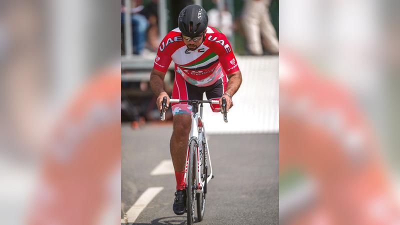 أحمد المطيوعي بساق واحدة يمثل دراجات الإمارات في «بارالمبية طوكيو 2020».   من المصدر