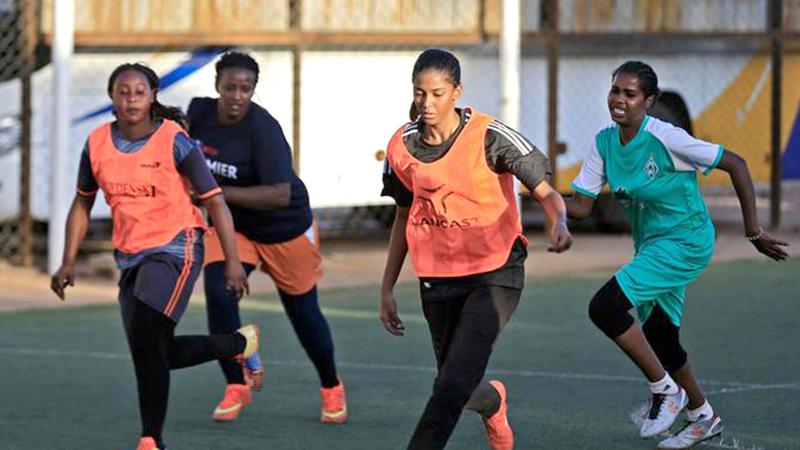 فريق كرة القدم التنزاني النسوي.  من المصدر