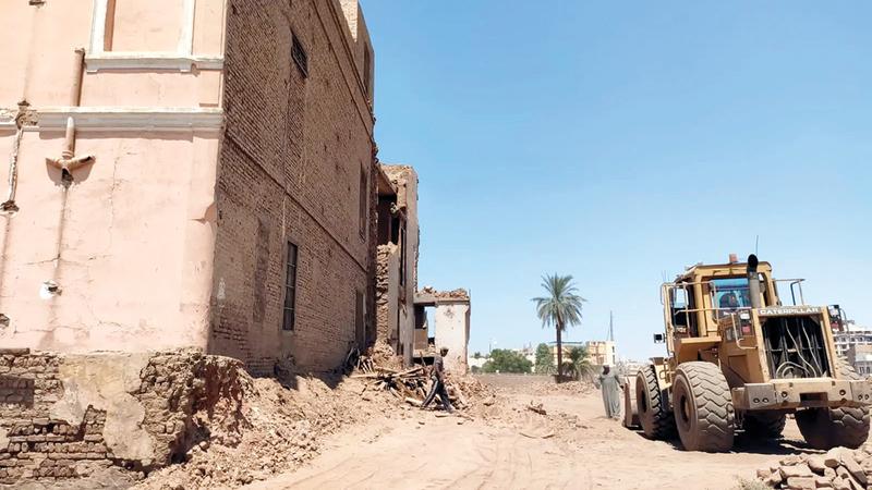 هدم القصر أزال شاهداً على مرحلة مهمة من مراحل تاريخ نضال مصر ضد الاحتلال الإنجليزي.  من المصدر