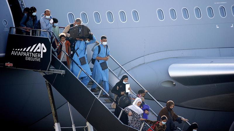 المئات تكدّسوا داخل الطائرات ما جعل رحلاتهم محفوفة بالمخاطر.  رويترز