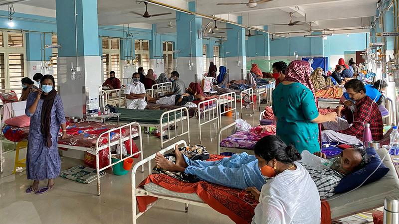 أحد أجنحة مرضى «كوفيد-19» في مستشفى حكومي هندي.  رويترز