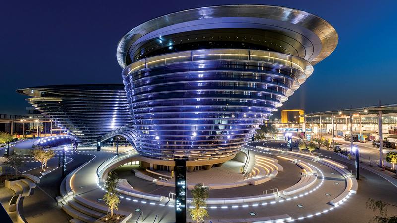 توقعات بأن تفتح العديد من الشركات لاسيما المعنية بالتكنولوجيا مقار أو فروعاً لها في الدولة بعد «إكسبو 2020 دبي».   أرشيفية