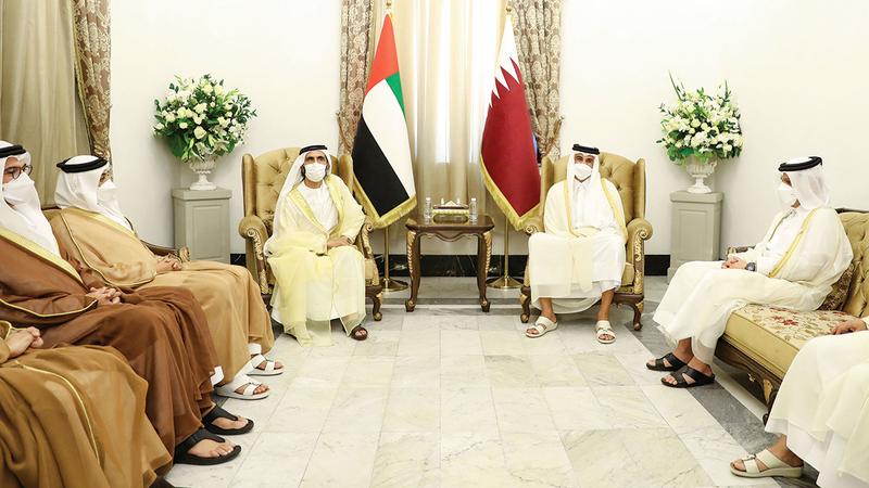 محمد بن راشد بحث مع تميم بن حمد تعزيز العلاقات وتحقيق المصالح المشتركة للبلدين.  وام