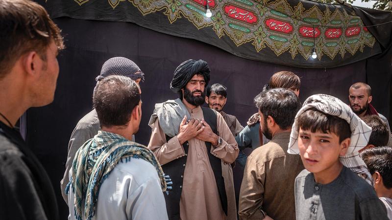 قادة أفغان يتحدثون إلى شباب في كابول.  من المصدر